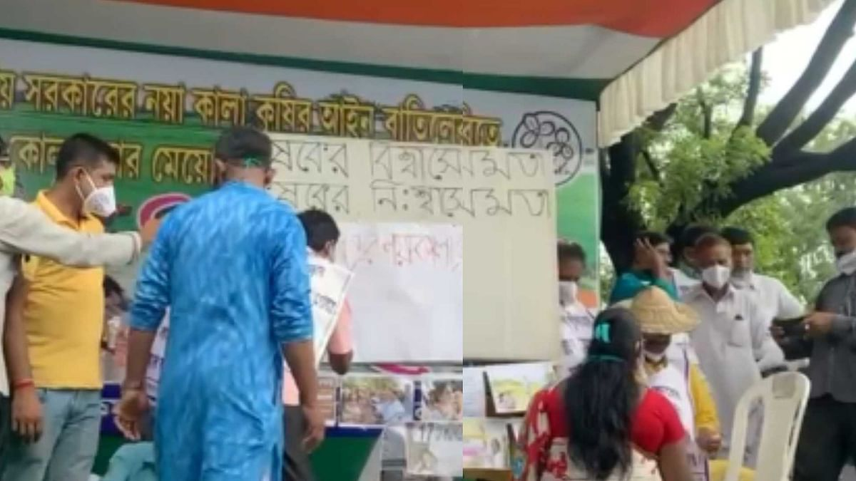 West Bengal: TMC workers cut their hands; ink posters with blood in protest against farm bill in Kolkata