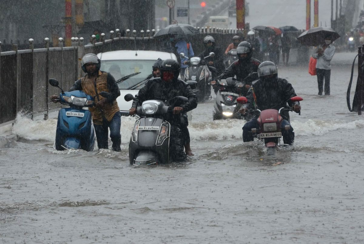 Waterlogging in Sion due to heavy rainfall in Mumbai