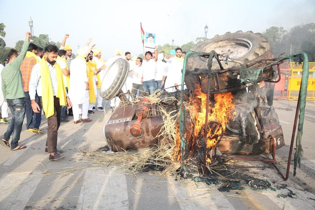 Punjab Youth Congress chief held over burning of tractor at India Gate