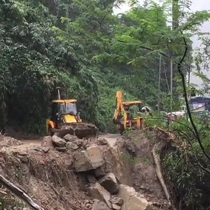 Amid heavy rainfall, landslides block national highways in West Bengal's Darjeeling
