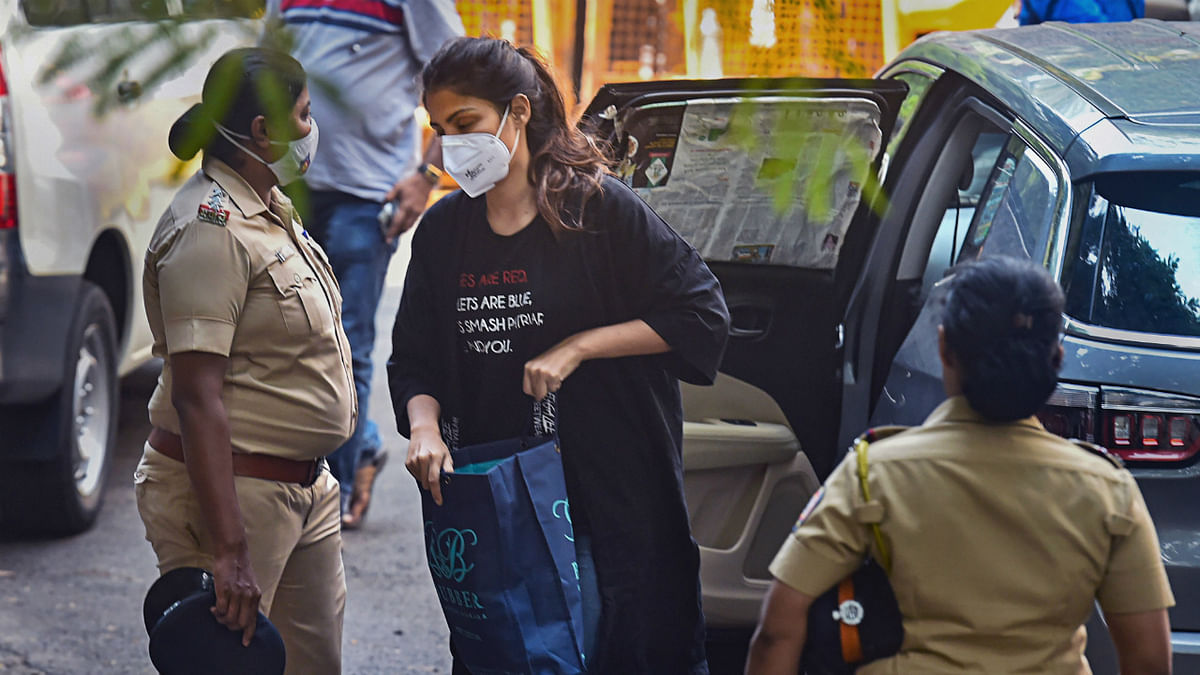Roses are red: Bollywood 'smash patriarchy' after Rhea sports influential tshirt ahead of NCB hearing
