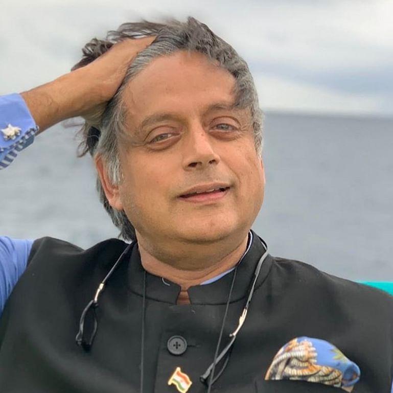 Farrago Alert: Shashi Tharoor just broke Google Translate with his limpid perspicacity tweet praising Chetan Bhagat