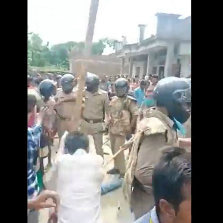Ram Rajya? As Yogi's cops watch, murder accused beaten to death by angry mob in UP's Kushinagar