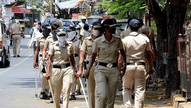 19,074 Maharashtra policemen test  positive for Covid-19 so far