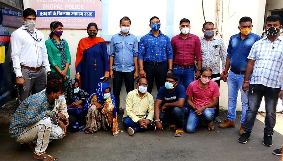 Six, including two women, held with stolen goods worth Rs 17 lakh
