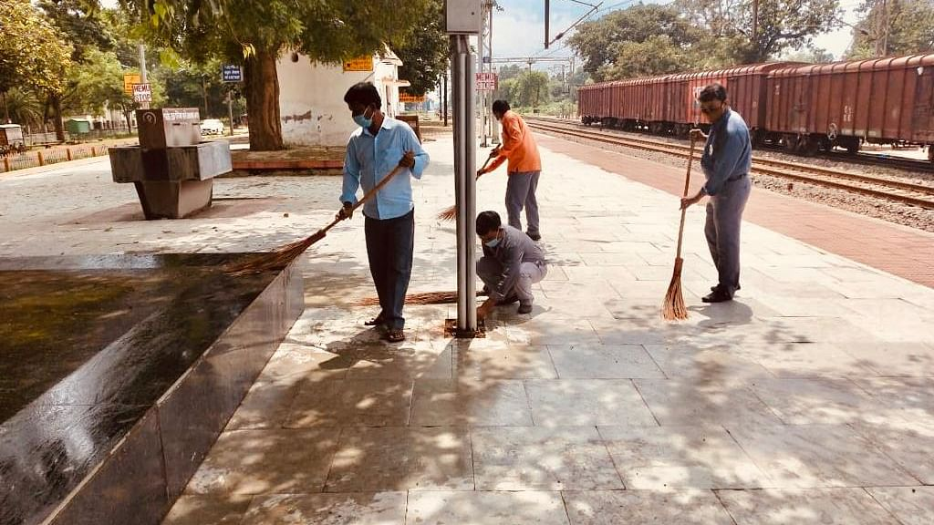 South Eastern Railway intensifies cleanliness & sanitisation drives to prevent the spread of Covid-19