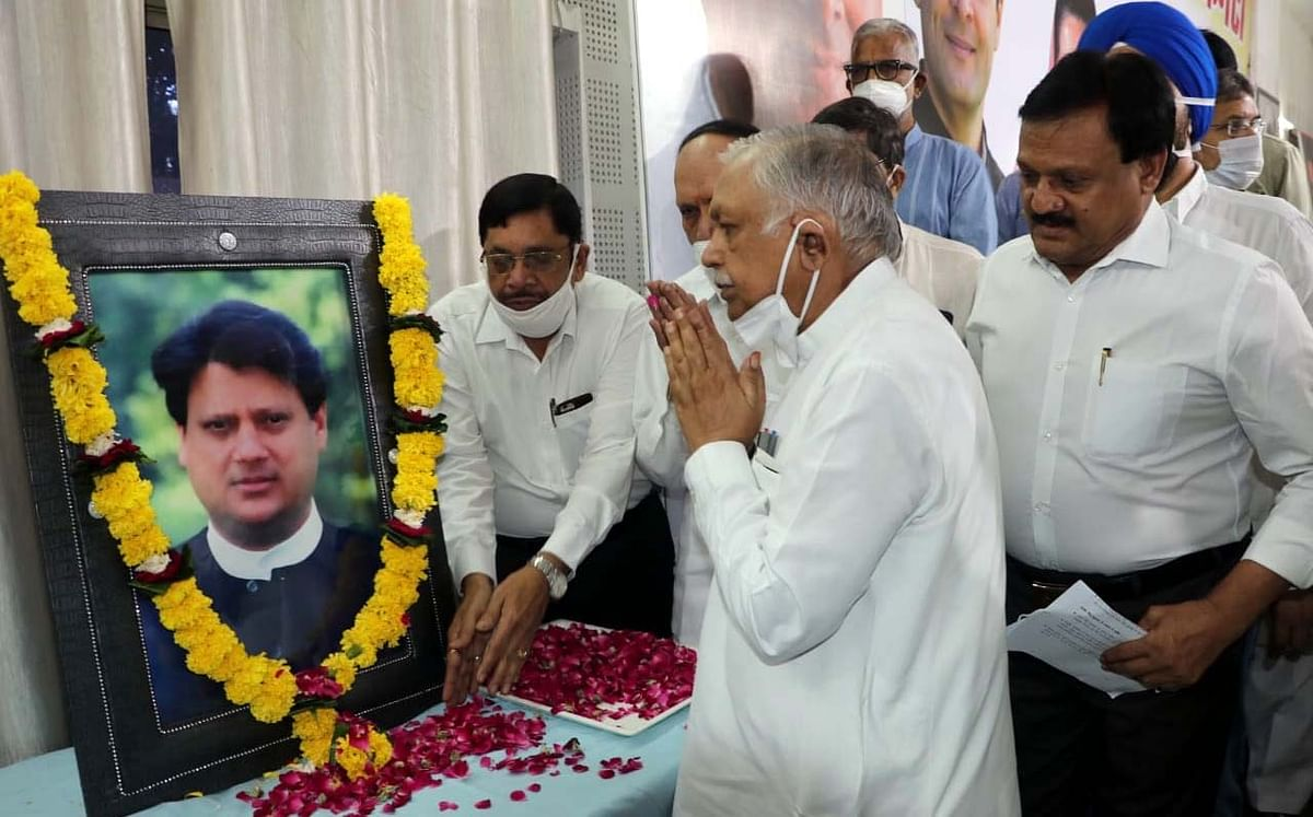 Bhopal: BJP, Congress remembers Madhavrao Scindia, functions held in offices of both parties