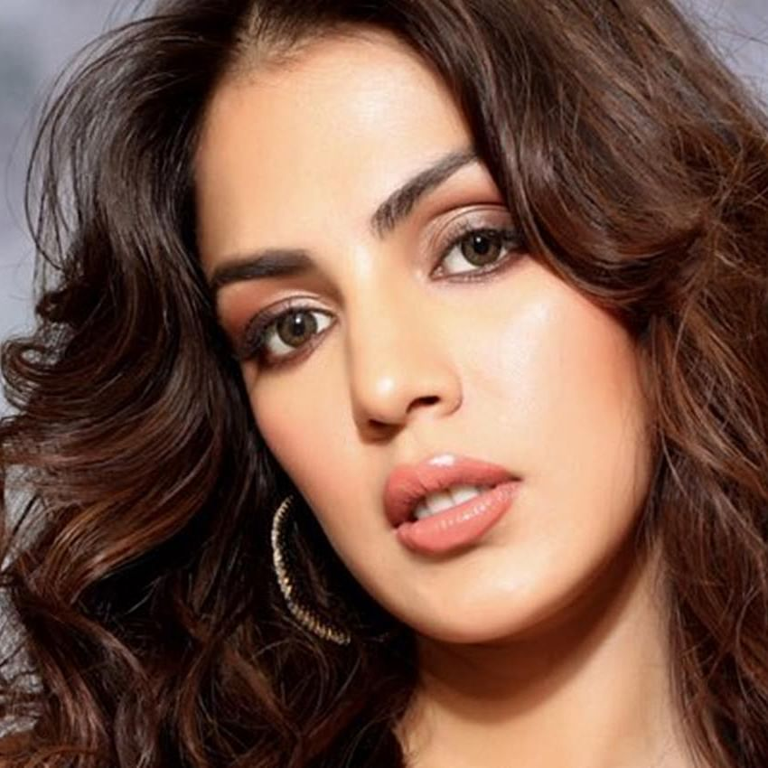 Forget SSR death case, filmmakers interested to make Rhea Chakraborty's biopic: Report