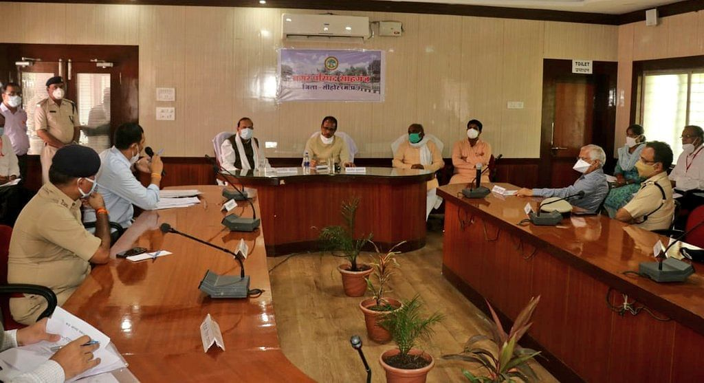 CM Shivraj held a review meeting with officials of the district's agriculture department, power department, public works department and medical department regarding the damage caused by floods in Shahganj of Sehore district and gave necessary instructions.