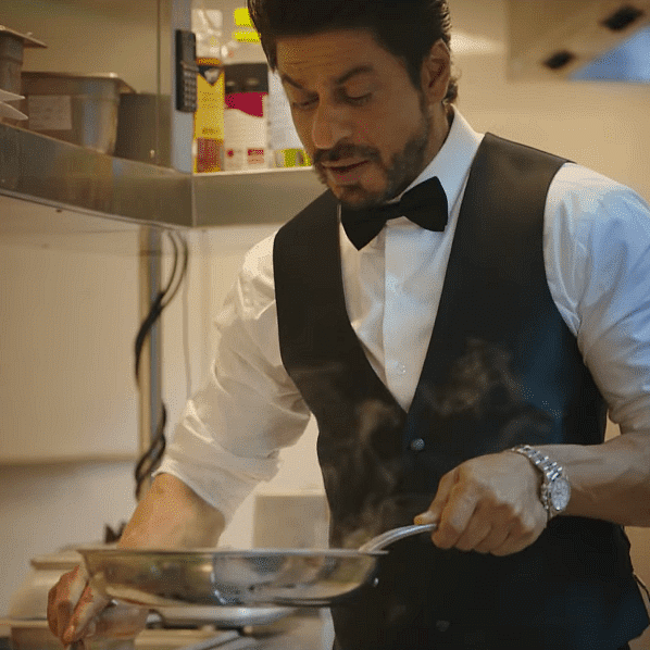 Here's why Shah Rukh Khan doesn't pay when dining out with 'non-famous' friends