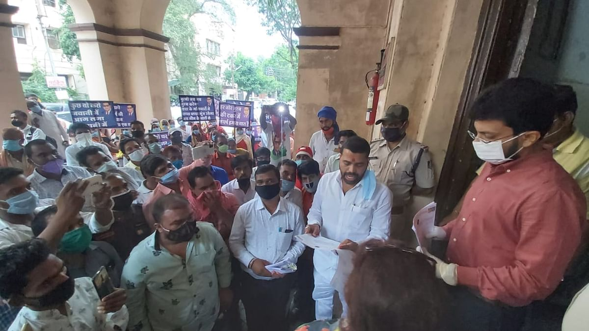 Akhil Bhartiya Shree Balai Mahasangh staged a protest outside the Divisional Commissioner Office demanding a separate crematorium for Dalits.
