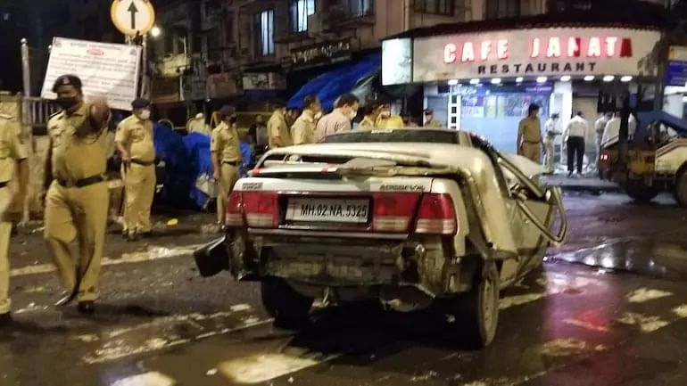 Mumbai: 4 killed, 4 injured as speeding car rams into Crawford Market eatery