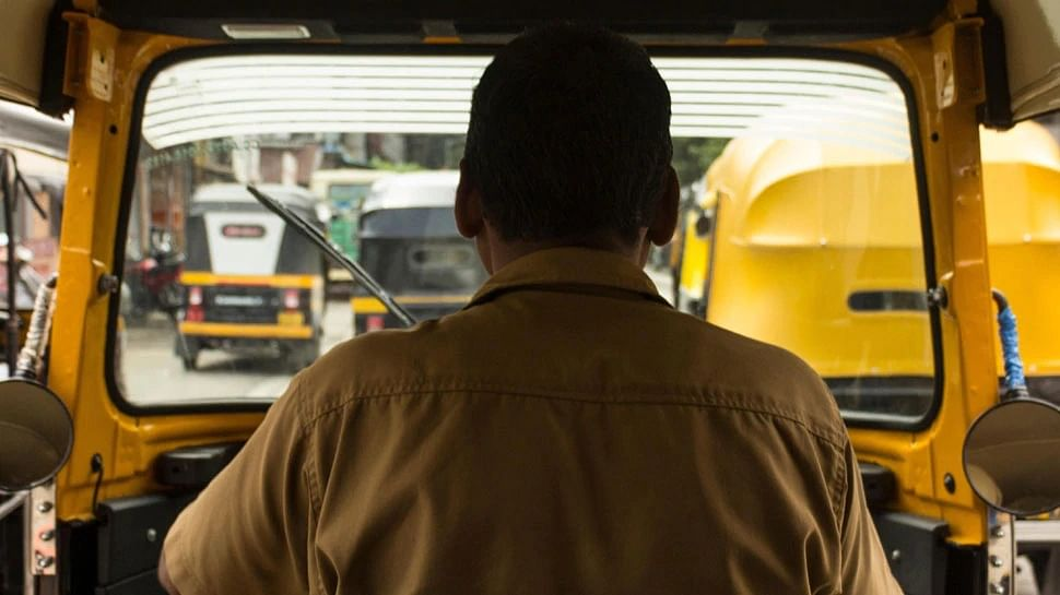 Rickshaw driver returns bag containing cash and jewellery worth Rs 7 lakh to Pune couple