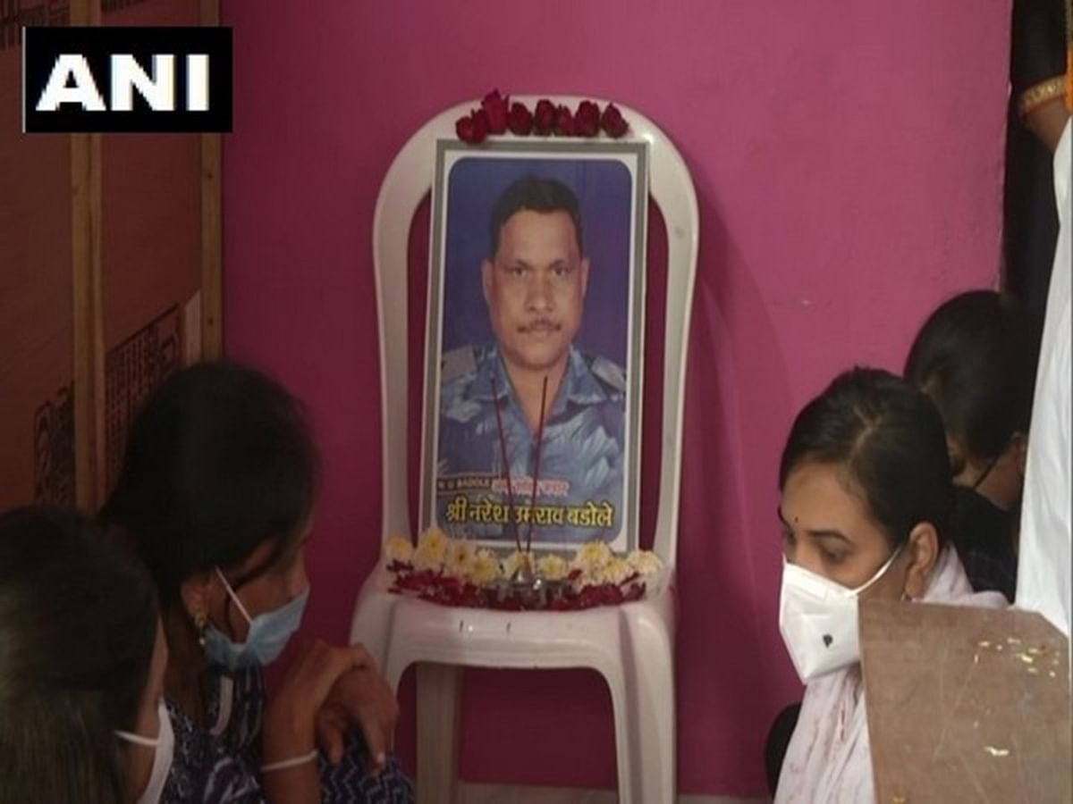 Last rites of martyred CRPF officer, Naresh Badole performed in Nagpur