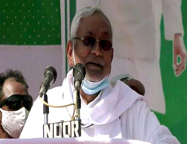 'Bogus baat hai': Nitish Kumar slams Tejashwi Yadav's 10 lakh jobs promise