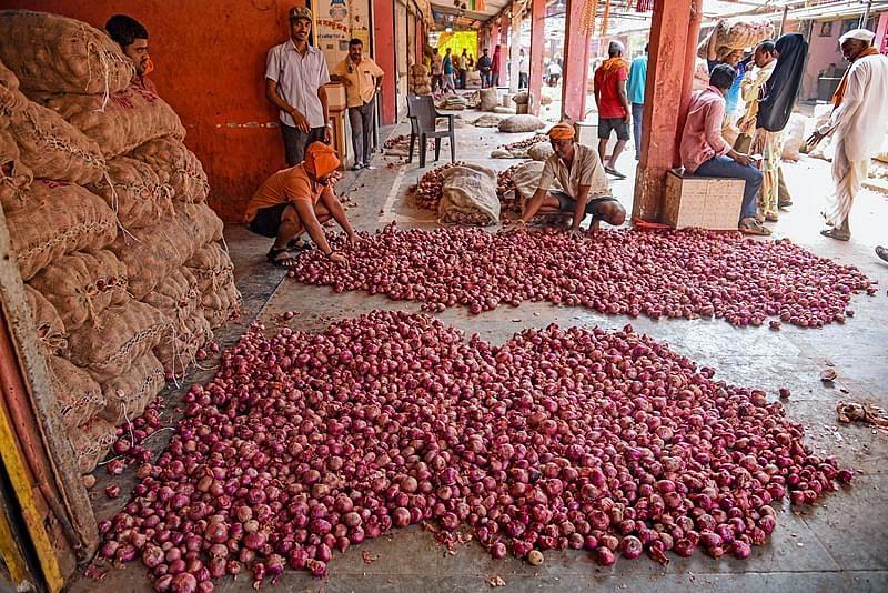 Maharashtra CM urges Centre to increase onion stock limit to 1500 metric tonnes