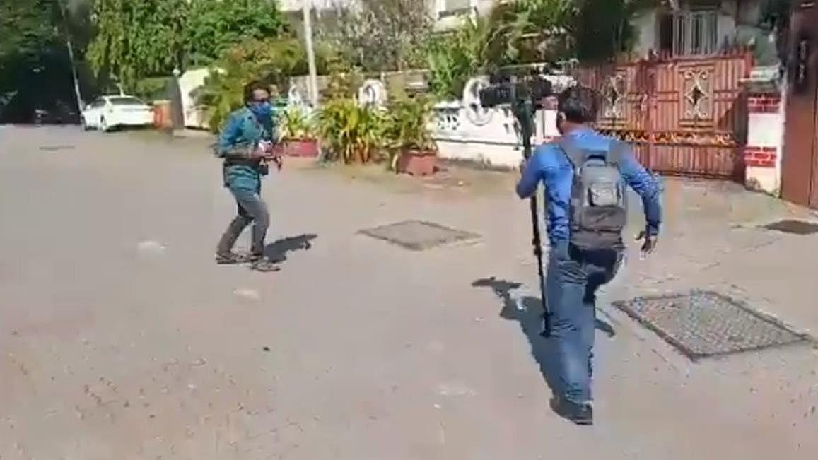'Ranveer Singh of journalism': Twitterati in splits after Pradeep Bhandari's '360-degree reportage' on Sushant's death goes viral