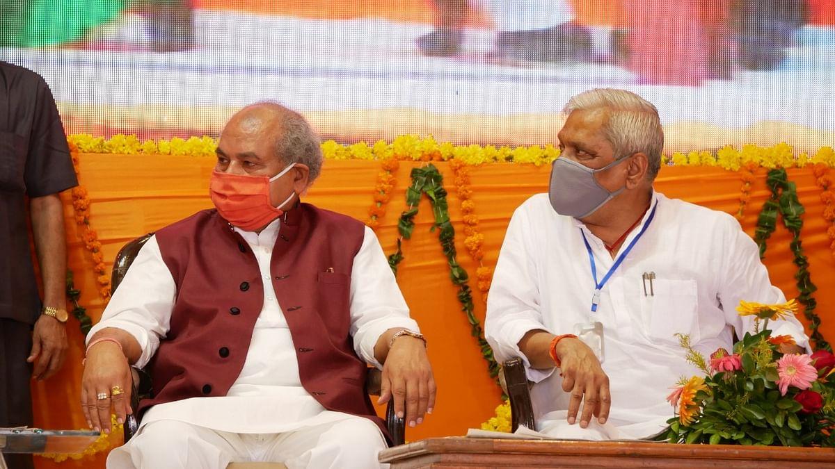 Narendra Singh Tomar (L)