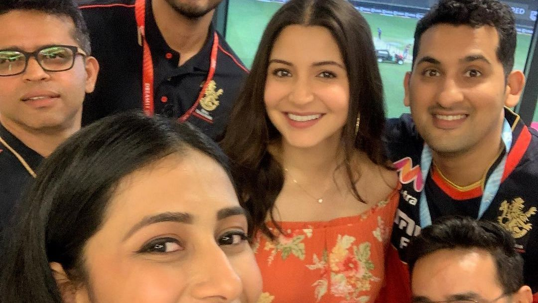 Unseen picture of Anushka Sharma cradling her baby bump leaves the internet awestruck