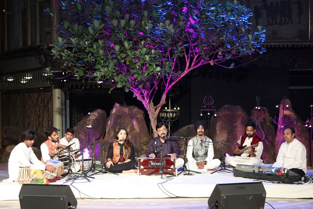 Bhopal: Punjabi Sufi songs by Gurmeet Singh Dang and his troupe from Indore delight the audience at 'Gamak'