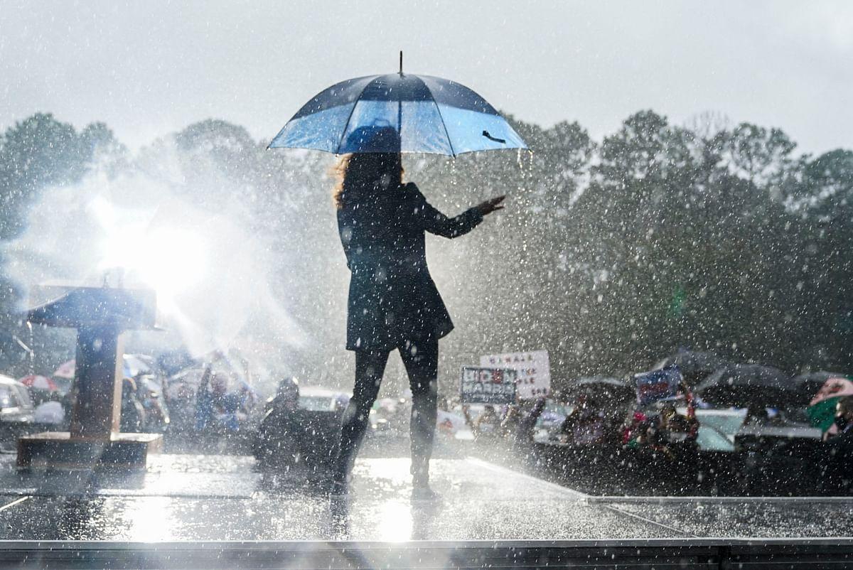 Kamala Harris dances in rain while addressing Florida voters