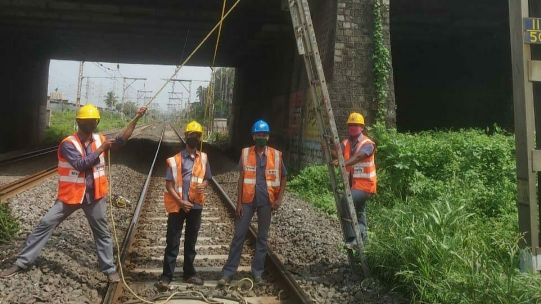 Central Railway carries out maintenance works during the mega block on Oct 18