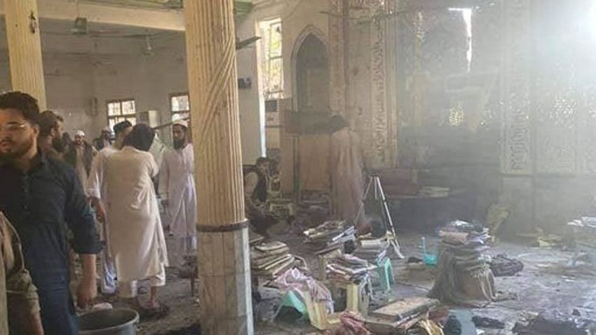 7 killed, 123 hurt in Peshawar madrasa blast (Ld)