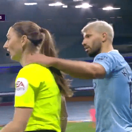 Manchester City vs Arsenal: Camera records Aguero's physical contact with linesman; netizens ask 'how did he get away with it?'