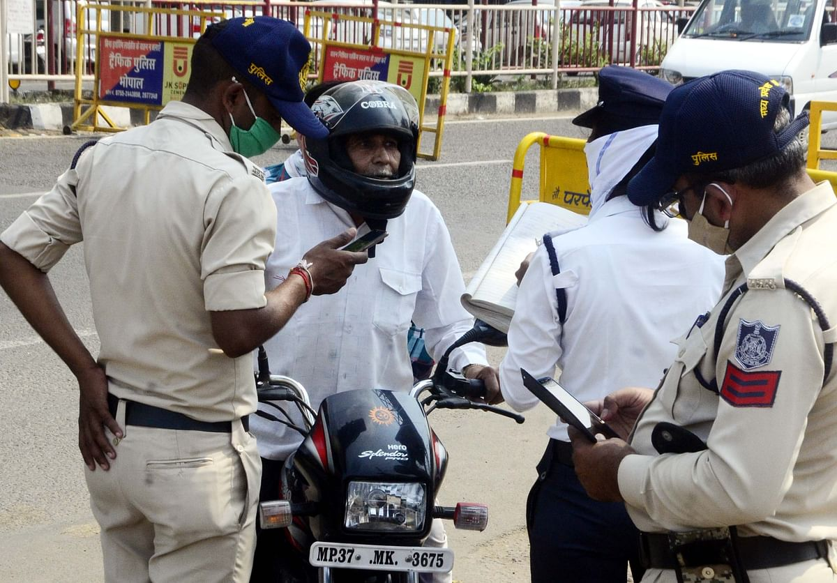 Bhopal: Corona on the move, enforcement of guidelines goes for a toss as cops get busy with checking vehicles