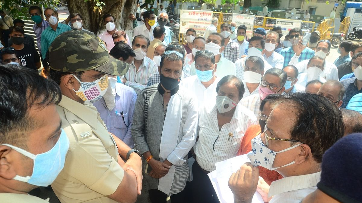 Members of Jain community making their points before ASP on submission of their memorandum with regard to Shubham Khandelwal suicide case.