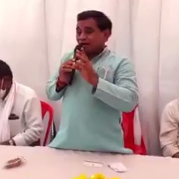 Madhya Pradesh Bypolls: BJP candidate 'slapped' after making a 'phool' of himself