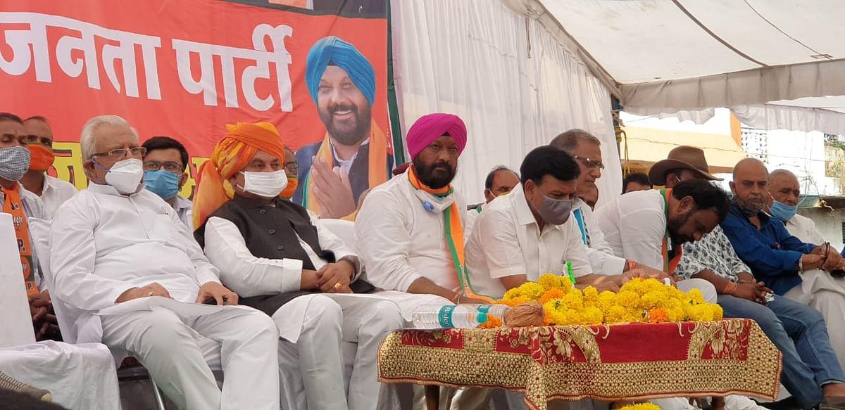 Madhya Pradesh Bypolls: Union minister Narendra Singh Tomar seeks support for Hardeep Singh Dang