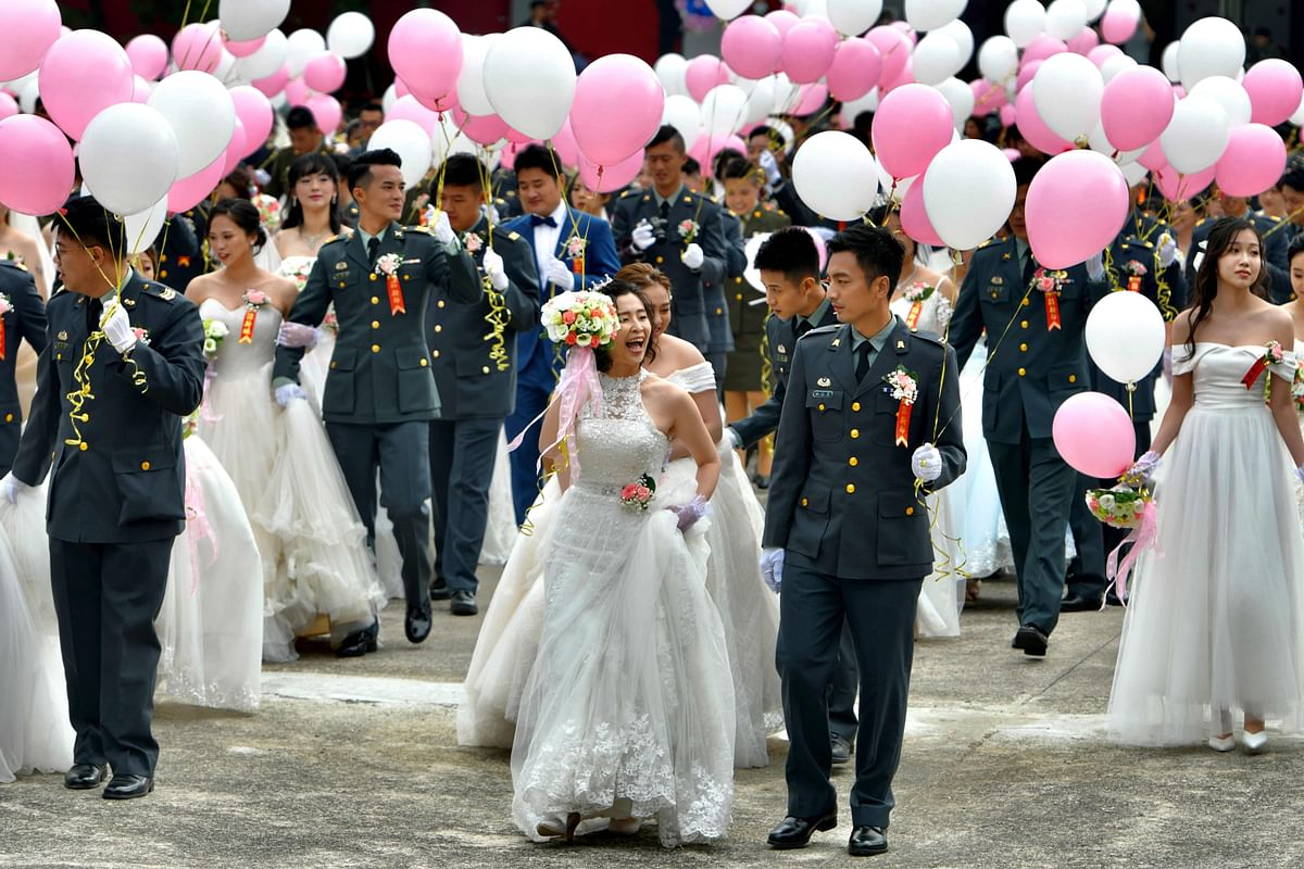 Taiwan military wedding: For first time, gay couples tie the knot