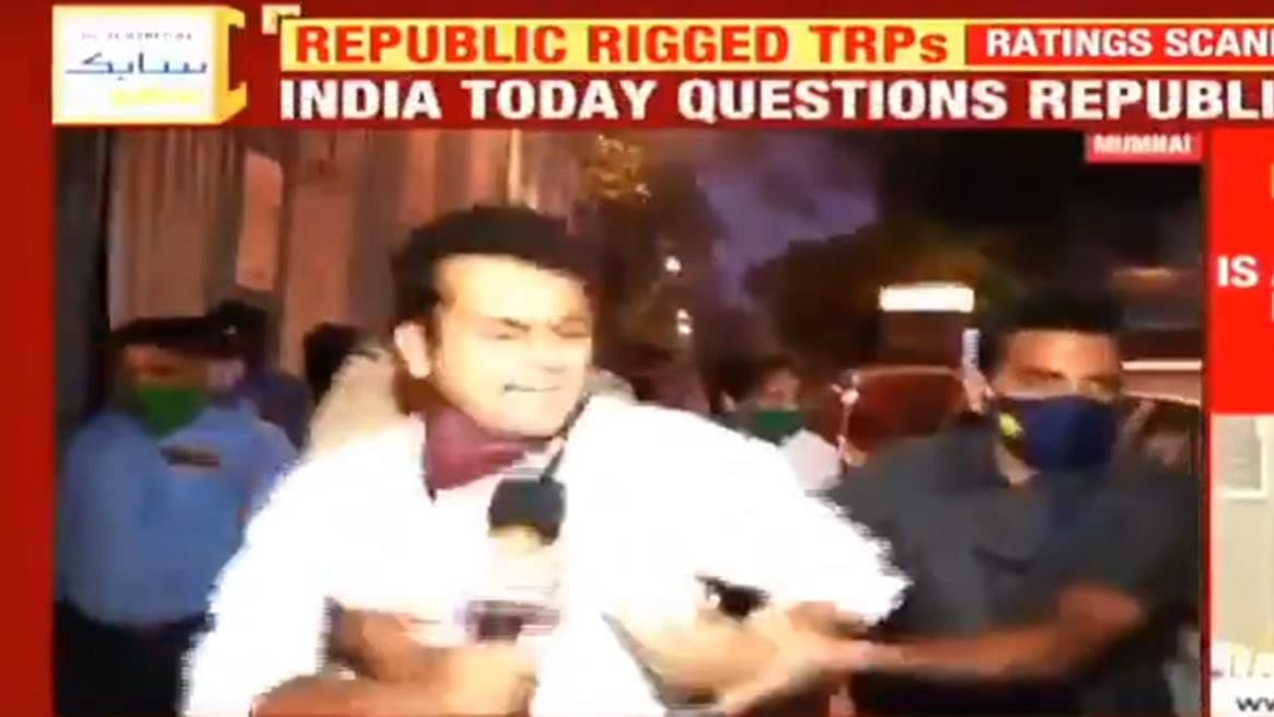 Shoe on other foot: India Today reporter hounds Arnab Goswami, gets manhandled by security; watch video
