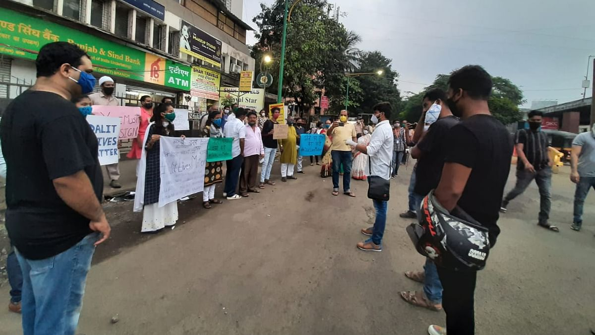 Thane citizens stage protest for Hathras victim