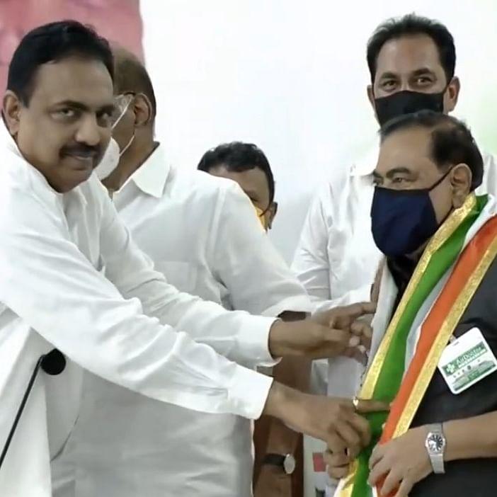 Eknath Khadse joins NCP in presence of Sharad Pawar