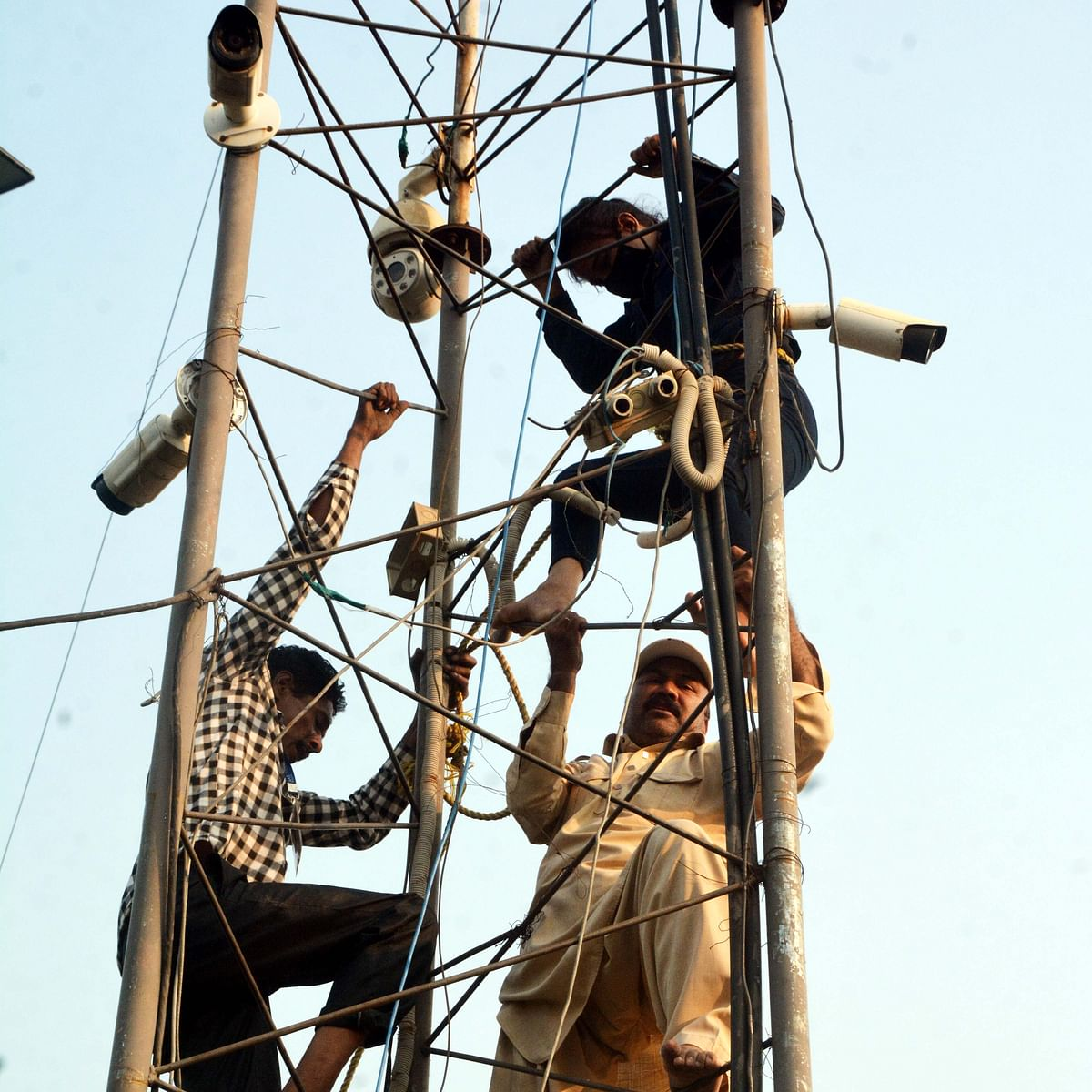 Bhopal: 27-yr-old woman climbs tower to protest harassment by guard