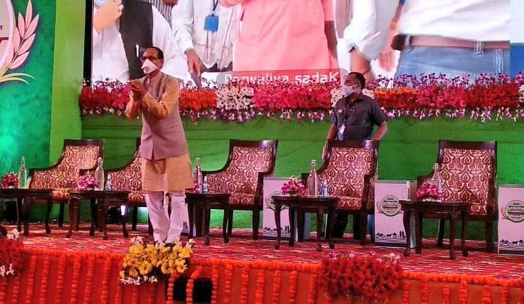 'Fake testimonials, fake schemes': Congress MLA Kunal Choudhary blames Madhya Pradesh govt of bringing fake farmers to program
