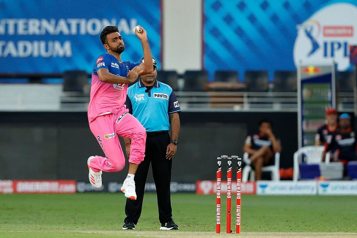 'RCB's match-winner is Jaydev Unadkat': Twitter trolls RR bowler after AB de Villiers takes him to the cleaners