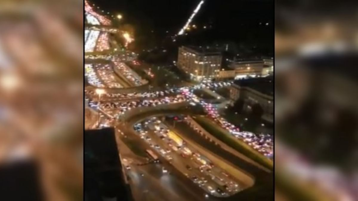 700-km-long traffic snarls in France as people flee the lockdown