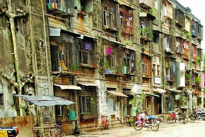 Patra  Chawl redevelopment: Ex- Maharashtra Chief Secy seeks more time to submit report, residents upset