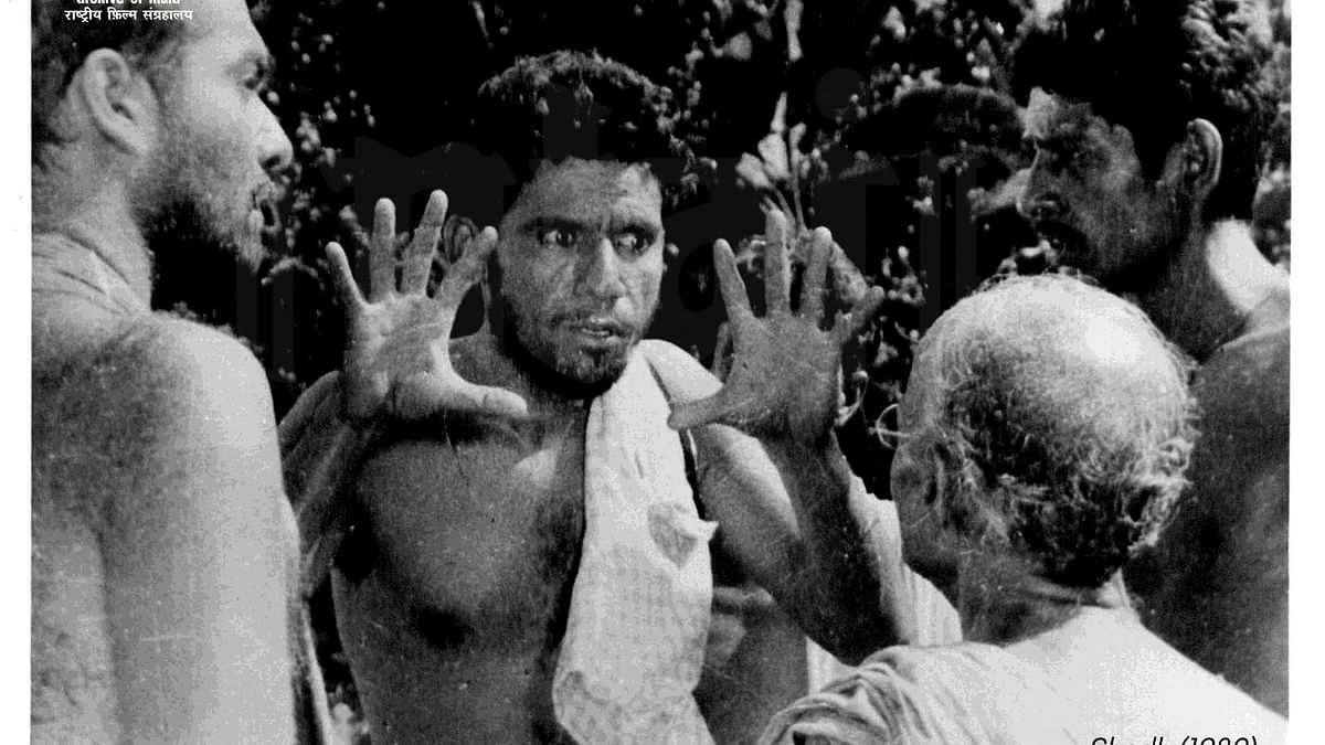 Om Puri Birth Anniversary: Twitter pays tribute with throwback pictures