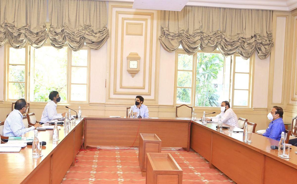 Aaditya Thackeray met residents of Govandi led by Samajwadi Party MLA Abu Asim Azmi