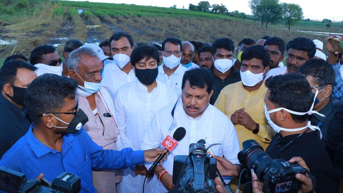 Maharashtra: Rain-hit farmers stop minister's convoy, seek aid