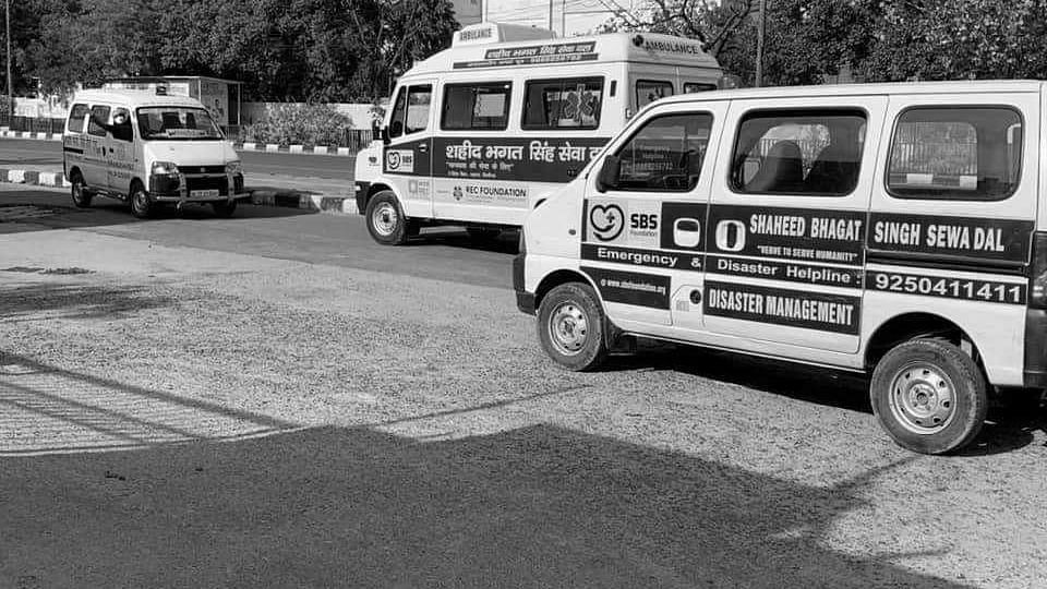 Delhi: Ambulance driver who ferried more than 200 dead bodies of COVID-19 patients succumbs to coronavirus
