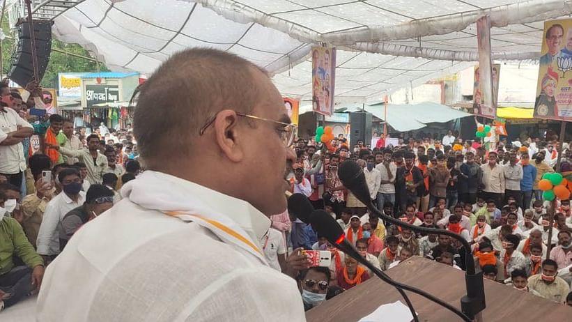 VD Sharma addressing rally in Badnawar.