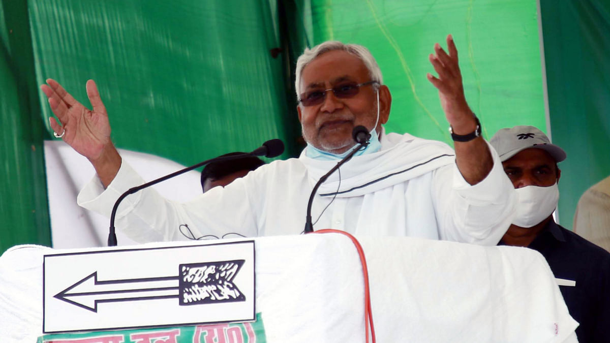 Bihar Elections 2020: Nitish Kumar booed, attacked with onions by crowd at rally in Madhubani