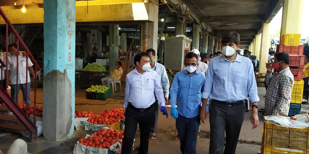 Coronavirus in Navi Mumbai: NMMC chief makes surprise visit to APMC to ensure COVID norms are followed