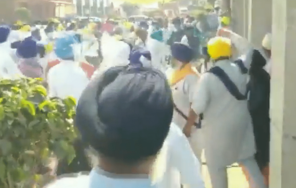 Watch: Clashes break out between SGPC task force, Sikh activists amid protests over 328 missing copies of Guru Granth Sahib