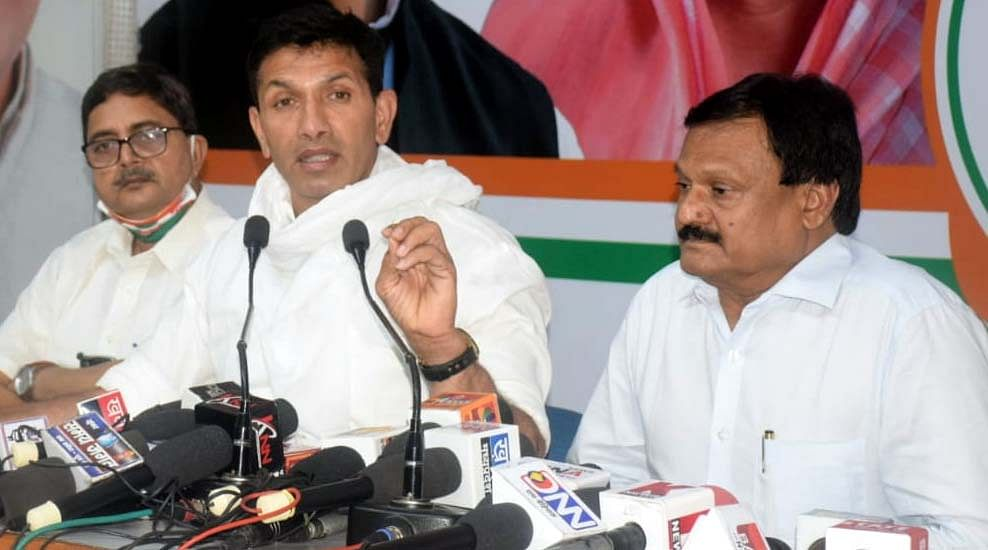 Madhya Pradesh: Congress complaints against dozen transfers of state officials